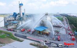 Hàng trăm chiến sĩ PCCC xử lý tình huống cháy, ứng phó sự cố hóa chất tại Nhà máy sản xuất Amon Nitrat