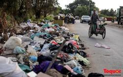 Vấn nạn xả thải trộm tại Hà Đông (Hà Nội): Rác tràn ra cả  đường, dân kêu than vì mùi hôi thối nồng nặc