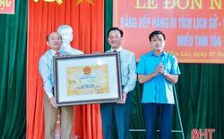 Đón bằng công nhận di tích lịch sử - văn hóa cấp tỉnh Miếu Tam Tòa (Hà Tĩnh)