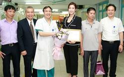 Hoa hậu Đỗ Mỹ Linh tặng 300 triệu đồng hỗ trợ một bé gái ghép tim