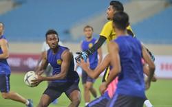 Đội tuyển Malaysia tập di chuyển và chơi bóng bằng tay trước thềm trận đấu với Việt Nam