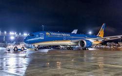 Hàng chục chuyến bay bị hủy để tránh bão Narki