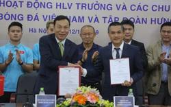 HLV Park Hang-seo cùng đồng nghiệp nhận