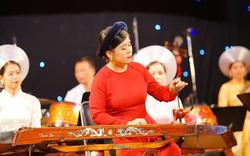 Gặp người phụ nữ giữ và truyền lửa với cây đàn Bầu