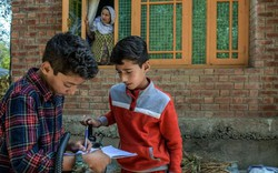 Bạo động và lo lắng, 1,5 triệu trẻ em Kashmir tiếp tục nghỉ học