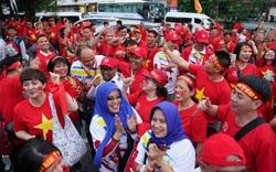 Chuyên gia bóng đá: Hy vọng người hâm mộ Việt Nam được tràn xuống đường ăn mừng chiến thắng tối nay!