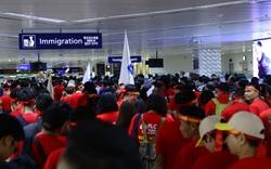 Cổ động viên Việt Nam vượt hàng ngàn km đến Manila - Philippines cổ vũ U22 Việt Nam