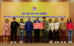 Vietjet trao phần thưởng 1 năm bay miễn phí tới hai đội tuyển bóng đá nam, nữ vô địch SEA Games
