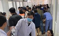 Phó Chủ tịch tỉnh Thanh Hóa vào viện thăm các bệnh nhi nghi bị ngộ độc thực phẩm