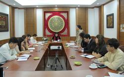 Thứ trưởng Trịnh Thị Thủy đánh giá cao sự nỗ lực vượt bậc trong thực hiện nhiệm vụ của Vụ Thư viện