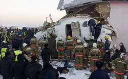 Hiện trường máy bay chở 100 người gặp tai nạn thảm khốc: Hàng chục người thương vong