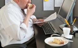 Nhân viên văn phòng bị béo phì rất dễ mắc đột quỵ não