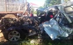 Gia Lai: Hai ô tô đấu đầu, 6 người thương vong