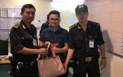 Tài xế taxi hãng Mai Linh lấy túi xách của khách bên trong có hàng chục triệu đồng tại sân bay