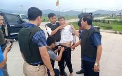 3 đối tượng trong vụ ôm súng cố thủ trong xe ở Hà Tĩnh ra đầu thú