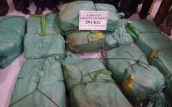 Bắt đối tượng nước ngoài vận chuyển 3 tạ ma túy về Việt Nam
