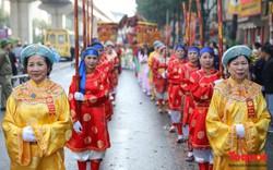 Đường phố Hà Đông náo nhiệt trong lễ rước Thánh tại làng Đơ, Hà Nội