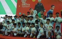 HLV Park Hang-seo ra sân huấn luyện cầu thủ nhí ở An Giang