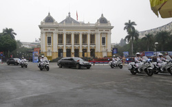 Clip: Đoàn xe Chủ tịch Kim Jong-un đi qua Nhà hát lớn Hà Nội