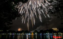 Chiêm ngưỡng màn pháo hoa đón chào năm mới Kỷ Hợi 2019 trên khắp cả nước