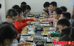 Nhiều phụ huynh yêu cầu giảm thịt lợn trong thực đơn của học sinh, kiểm tra đột xuất bếp ăn nhà trường