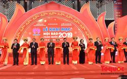 Thủ tướng Nguyễn Xuân Phúc đánh trống Khai mạc Hội báo toàn quốc năm 2019