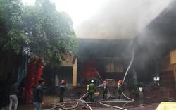 Nghệ An: Đang cháy lớn ở tổ hợp khách sạn, Bar và Karaoke tại trung tâm TP.Vinh, một người đang mắc kẹt
