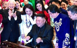 Chủ tịch Kim Jong Un hào hứng thử chơi đàn bầu