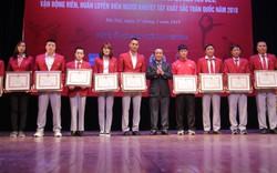 """Trao thưởng các HLV, VĐV tiêu biểu và HLV, VĐV người khuyết tật xuất sắc tại Chương trình """"Vinh quang Thể thao Việt Nam"""""""