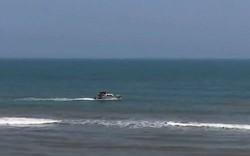 Huế: Đi tắm biển cùng bạn, nam thiếu niên bị sóng cuốn tử vong