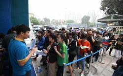 Du khách xếp hàng dài lựa chọn mua tour tại Hội chợ Du lịch Quốc tế Việt Nam – VITM 2019