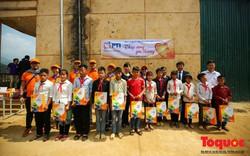 PTI trao tặng 100 triệu cùng hàng nghìn bộ quần áo cho học sinh dân tộc nghèo Sơn La