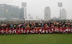 Bộ trưởng Nguyễn Ngọc Thiện thăm đội tuyển bóng đá nữ quốc gia nhân ngày 8/3