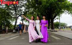 Ấn tượng hình ảnh hàng trăm tà áo dài thướt tha trong Đại Nội Huế ngày 8/3