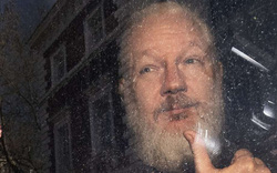 Hé lộ lý do thực sự Tổng thống Ecuador giao Julian Assange cho Anh?