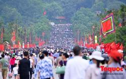 Hàng vạn người về dự Lễ hội Đền Hùng trước ngày Giỗ Tổ