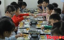 Có quy trình đưa thực phẩm vào trường học nhưng sao vẫn tuồn thức ăn