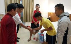 Cầu thủ U17 Hà Nội đến thăm hỏi, xin lỗi cầu thủ bị đấm đội bạn