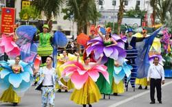 Người dân, du khách đổ bộ ra đường thưởng thức Carnival đường phố Sầm Sơn 2019