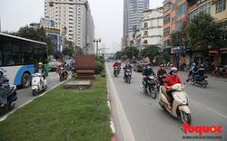 Hà Nội: Bất chấp nguy hiểm xe máy ngang nhiên đi ngược chiều tại đường Tố Hữu