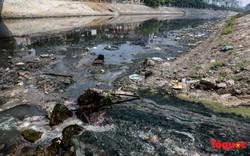 Tình trạng đen ngòm, hôi thối của sông Tô Lịch trước thông tin Hà Nội sẽ thí điểm làm sạch bằng công nghệ Nhật Bản