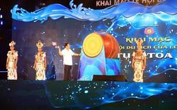 Phó thủ tướng Vương Đình Huệ đánh trống khai hội du lịch Cửa Lò, pháo hoa rực sáng trên biển