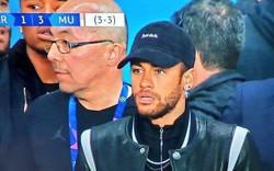 Cầu thủ đắt nhất thế giới phải trả giá cho hành vi nhục mạ trọng tài sau trận thua MU ở Champions League