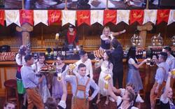 """Cuồng nhiệt vũ hội, say men bia Đức chính hiệu, """"Oktoberfest phiên bản Bà Nà"""" ngập tràn hứng khởi"""