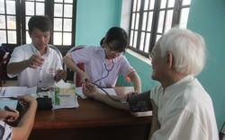 Hơn 300 người cao tuổi được khám, tầm soát bệnh miễn phí trong dịp lễ