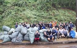 """""""Trào lưu dọn rác"""" của hàng trăm bạn trẻ Đà Nẵng tại bãi đá đen"""
