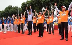 Bộ trưởng Y tế đi bộ 10.000 bước để hưởng ứng chương trình Sức khỏe Việt Nam