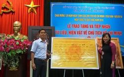 Trao tặng bộ sưu tập chữ ký Chủ tịch Hồ Chí Minh