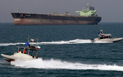 Giải mã con đường dầu Iran trước đòn giáng năng lượng Mỹ: Thực hư loạt ông lớn khước từ?