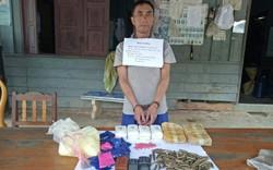 Bắt giữ đối tượng người Lào vận chuyển 12.000 viên ma túy tổng hợp cùng 2kg thuốc nổ